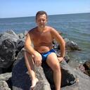 Я Михаил, на море скучаю сейчас один.