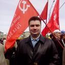 Под флагами коммуняков, но не один из них =)