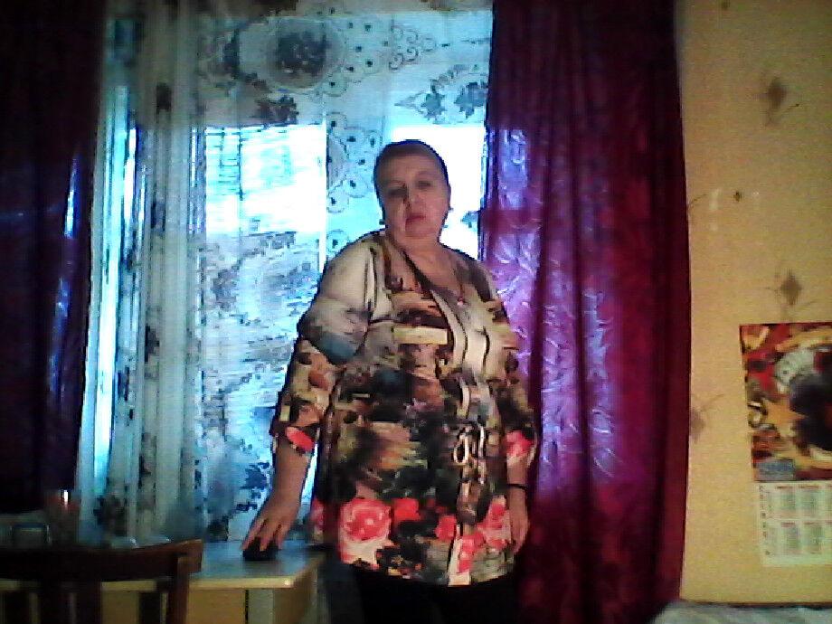 Знакомства Волхов, фото женщины Ирина, 68 лет, познакомится для любви и романтики, cерьезных отношений