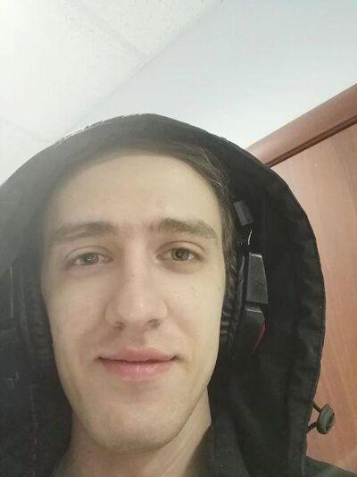 Знакомства Бикин, фото мужчины Андрей, 27 лет, познакомится для флирта, любви и романтики, cерьезных отношений